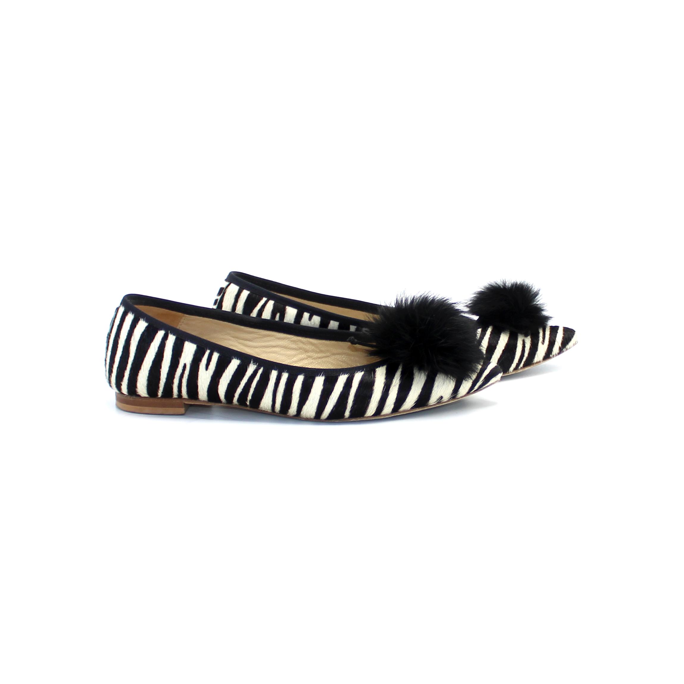 Zebra Pom